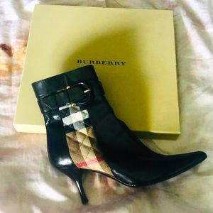 New in Box BURBERRY ✨Iconic Buckle Leather Boots